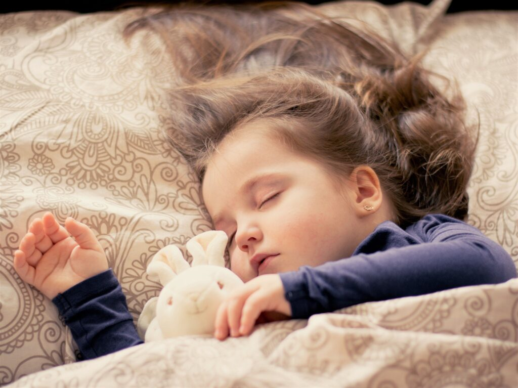 Нека са сладки сънищата Ви с пижами и нощници от магазин Денив